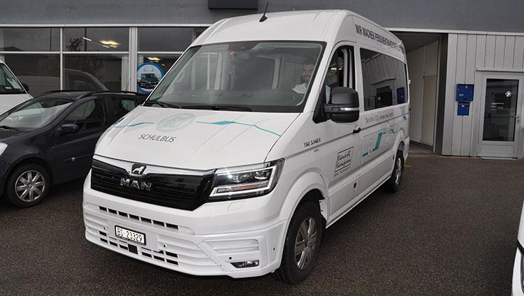 Erster MAN eTGE-Minibus geht ins Baselbiet